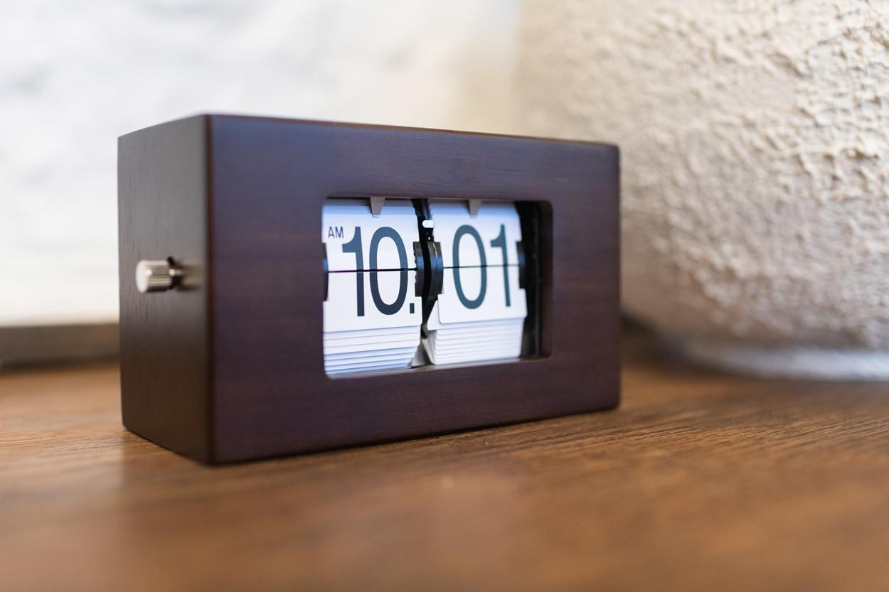 Перекидные часы Air-Flip Wood (венге), 19x10x11 см