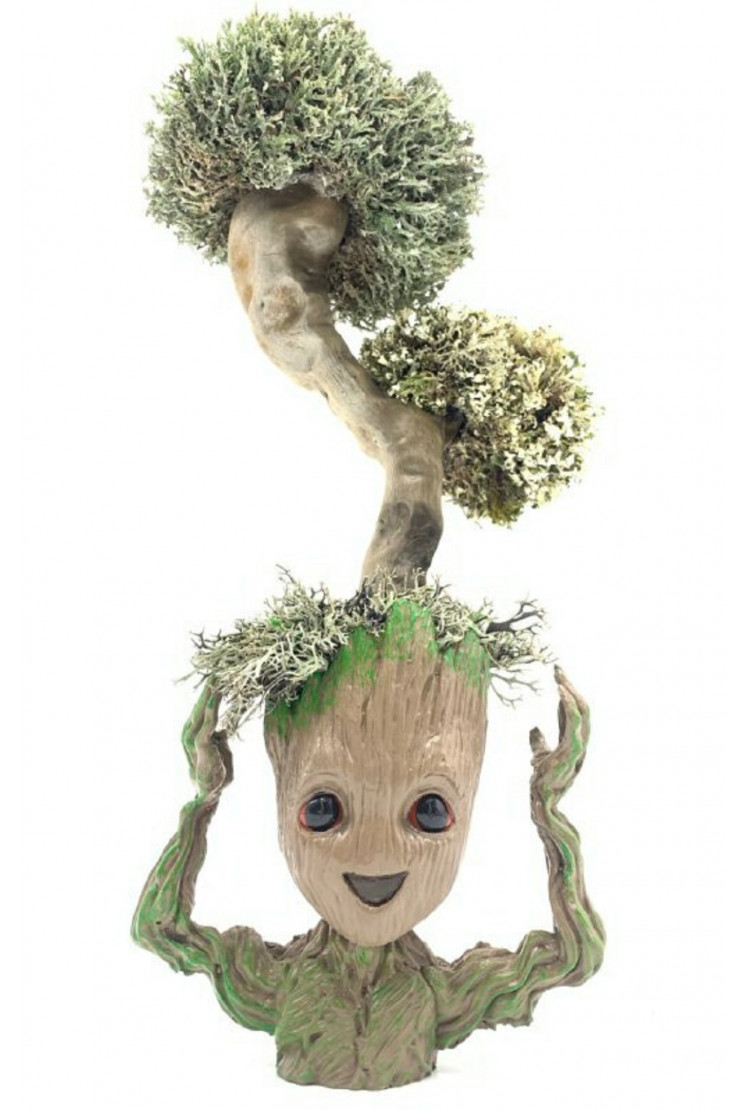 Фантастический Грут с деревом из цетрарии, 38 см