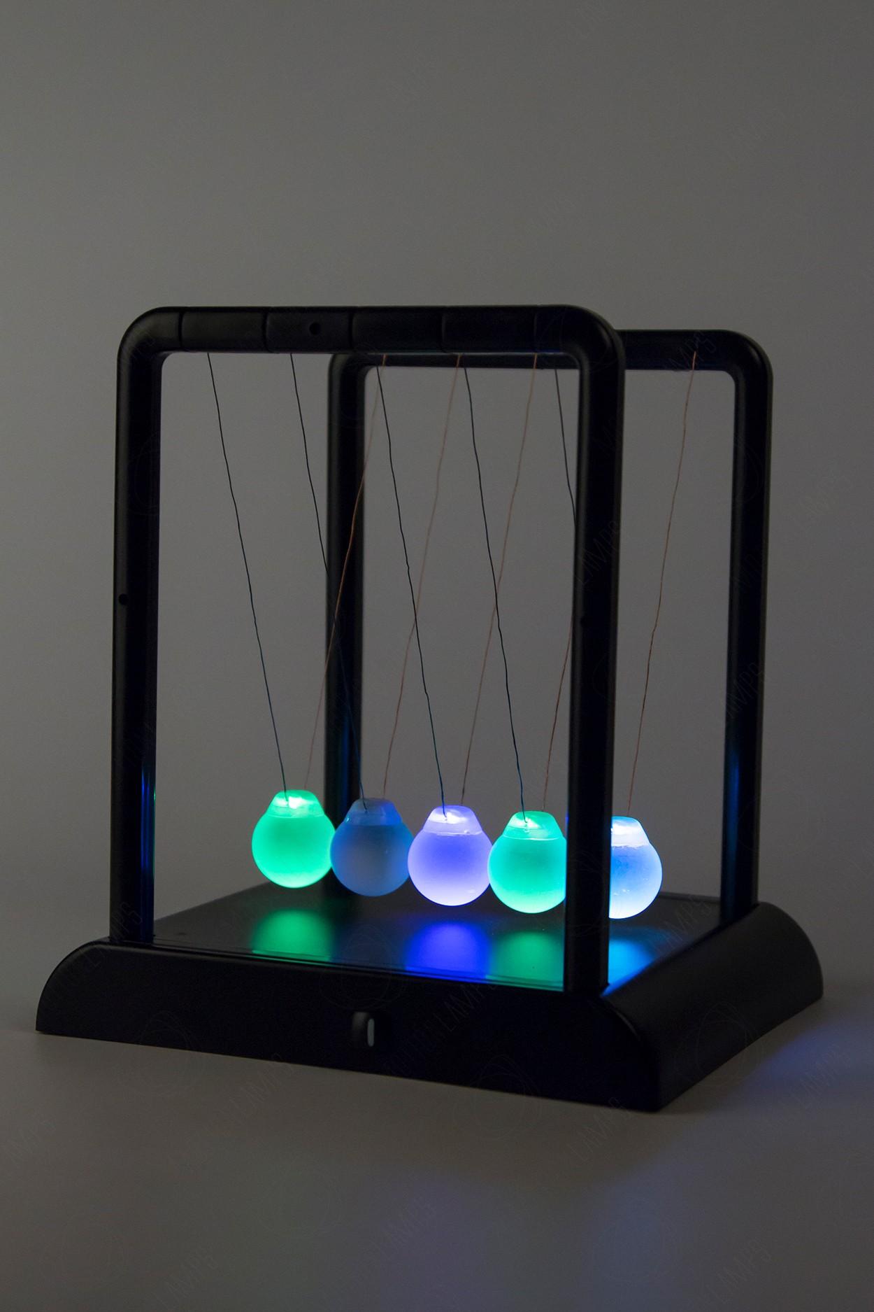 Настольный маятник Колыбель Ньютона (светятся шары) 20см LED