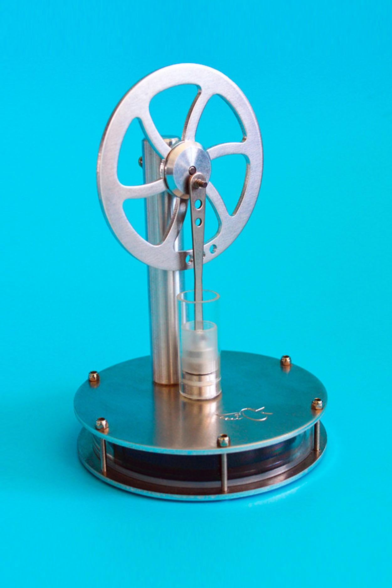 Конструктор двигателя Стирлинга на чашку
