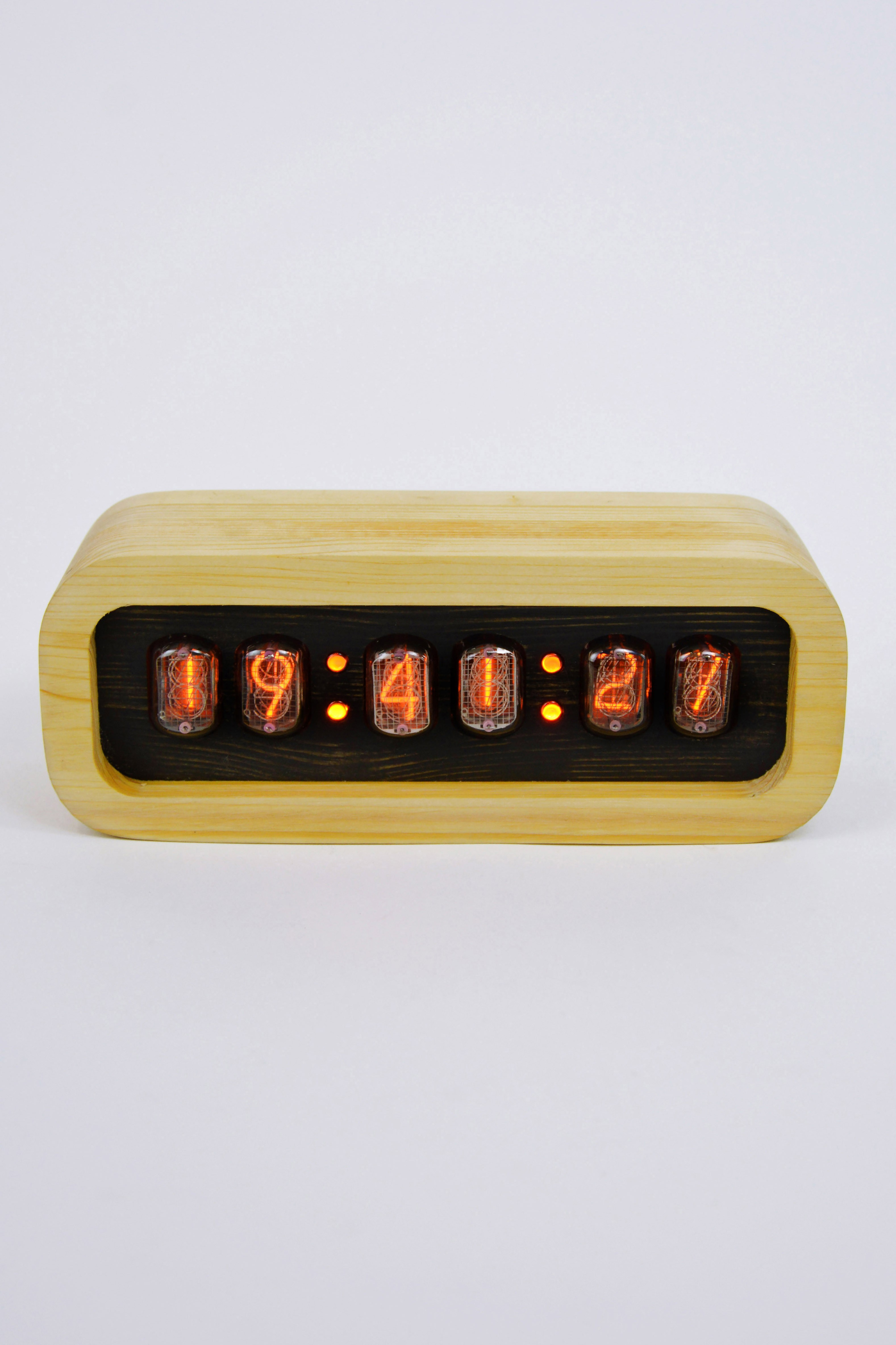 Ламповые ретро часы - деревянные (белые)