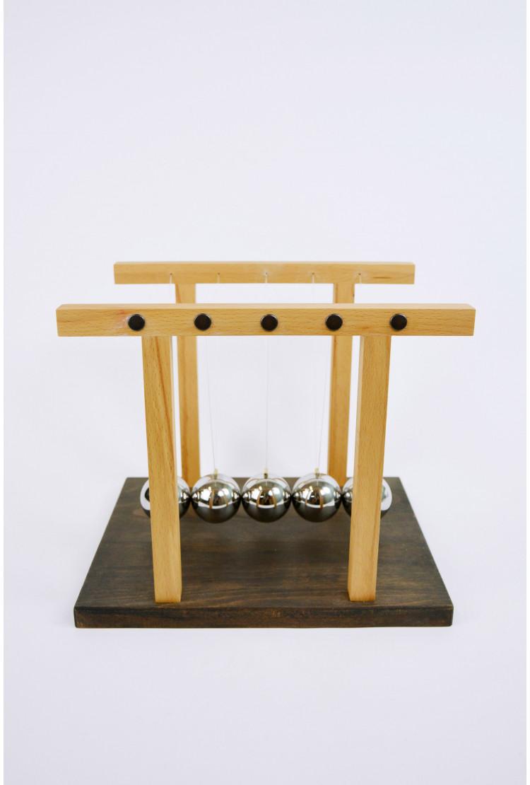 Кинетический маятник Ньютона Большой  25см (деревянный темный)