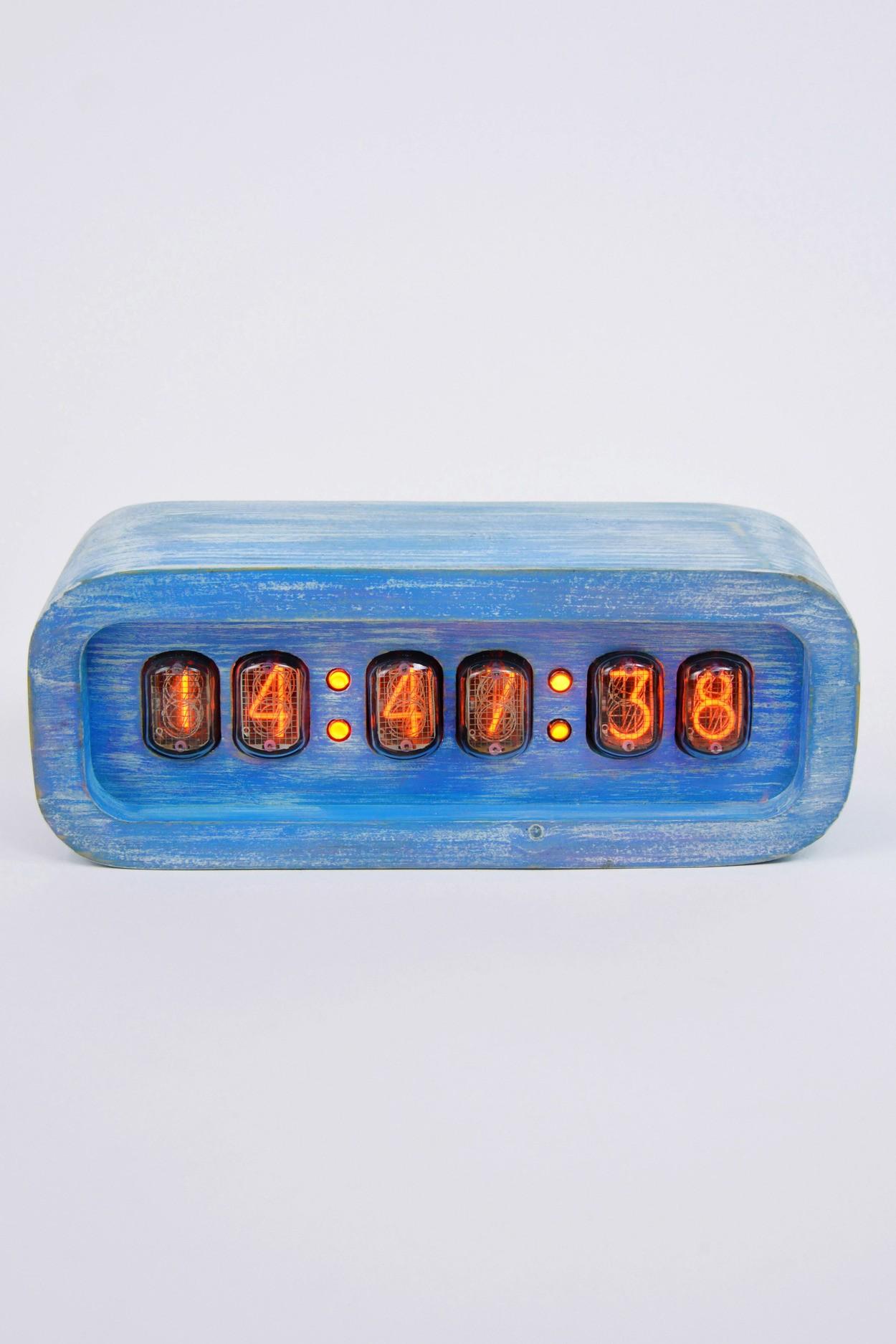 Часы на газоразрядных индикаторах - деревянные (голубые)