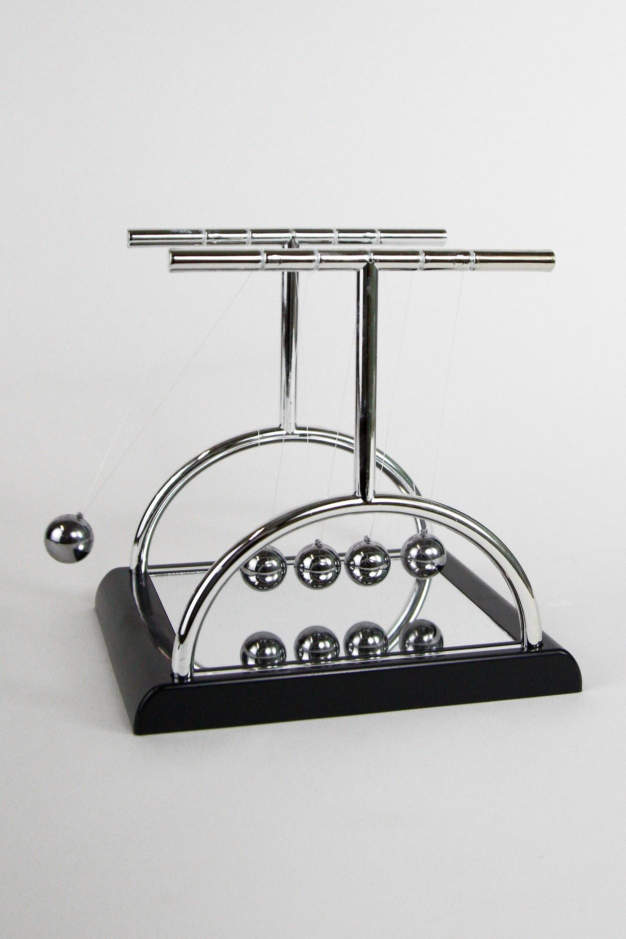 Кинетический маятник Ньютона  T3 18см черный