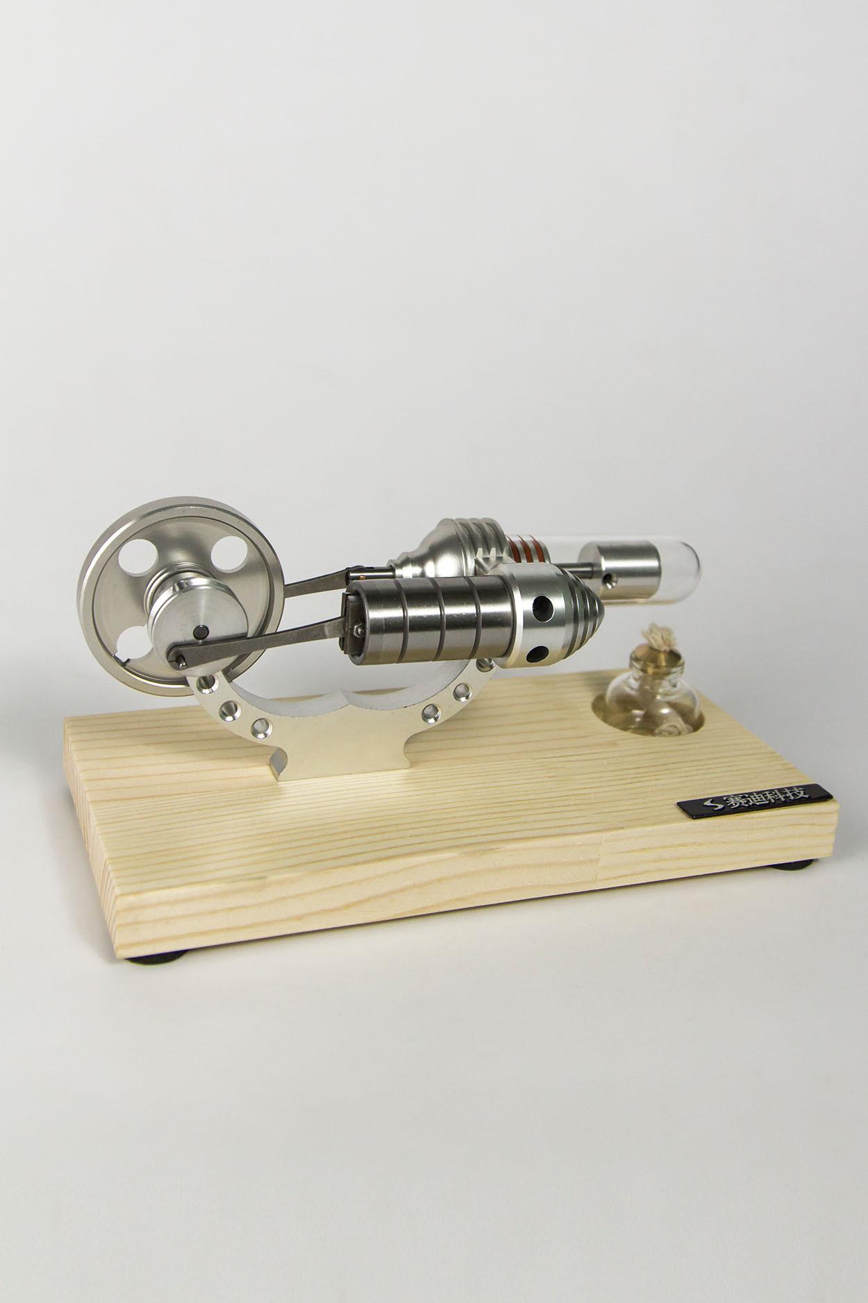 Двигатель Стирлинга на деревянной подставке