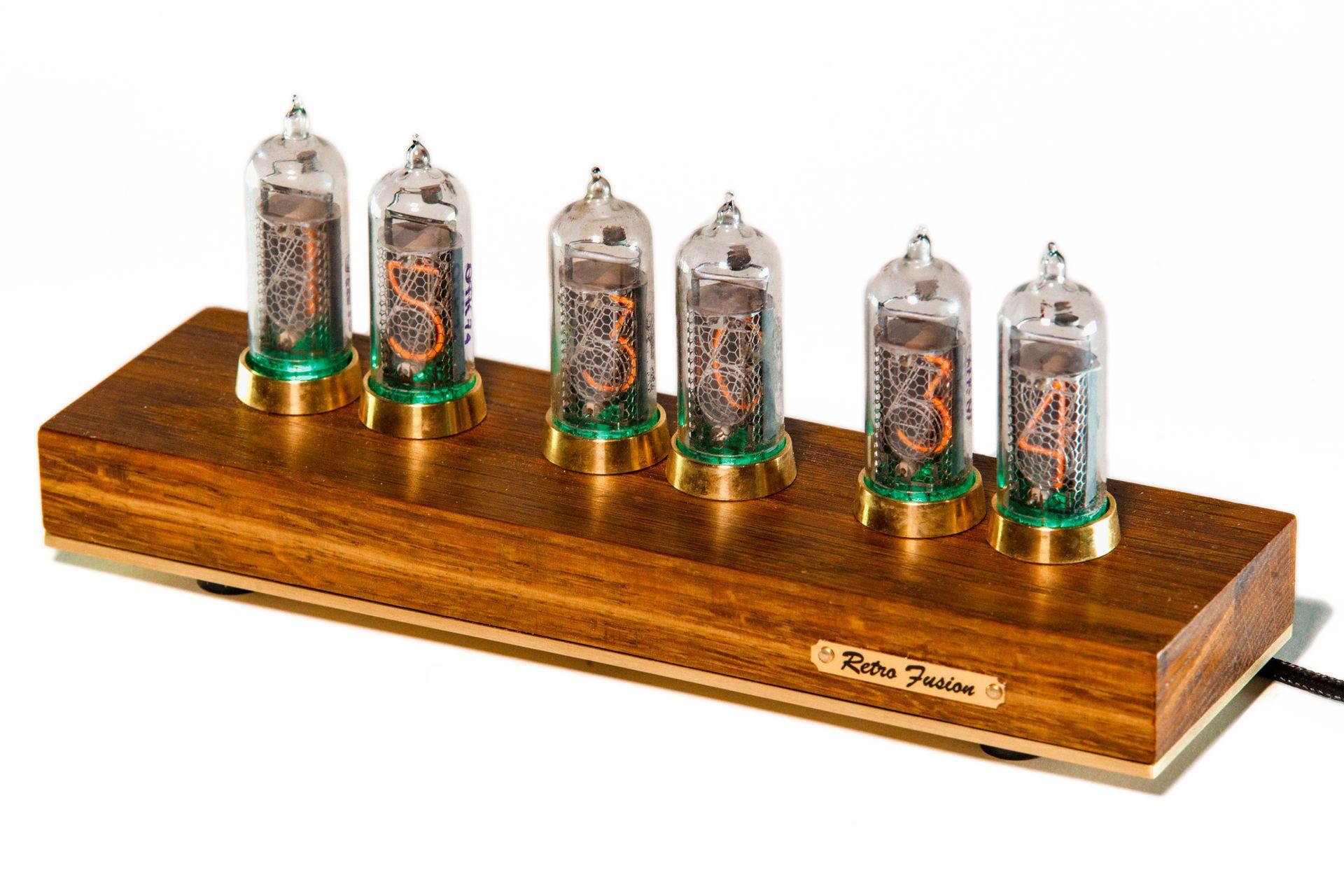 Деревянные часы на газоразрядных индикаторах 007